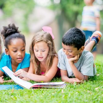 3 kids reading
